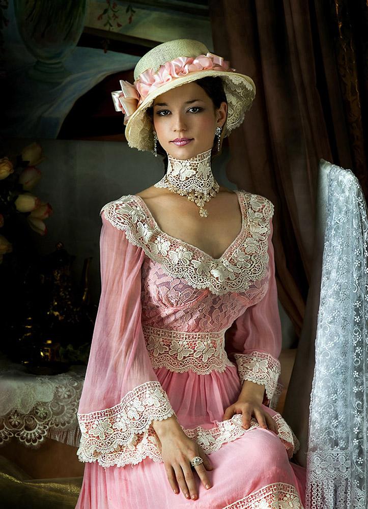 Фото девушки в платье 19 века