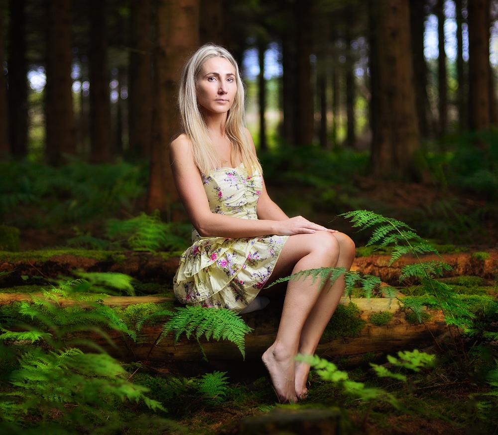 Девушка в лесу картинки без обработки, новым годом разошлю