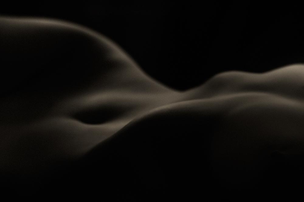 """фото """"Дюны"""" метки: ню, черно-белые, гламур, nude, девушка, женщина, обнажённая, свет, студия, чёрно-белое фото"""