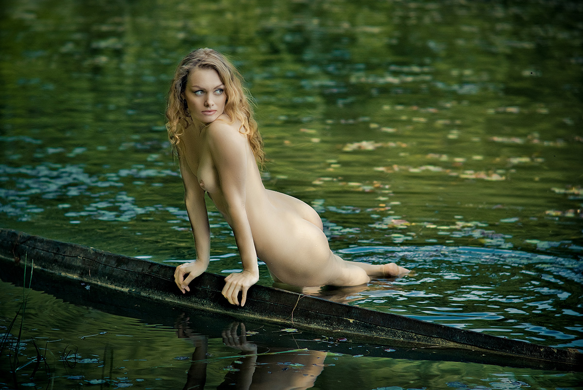 nude-on-the-water-young-black-girls-buttocks