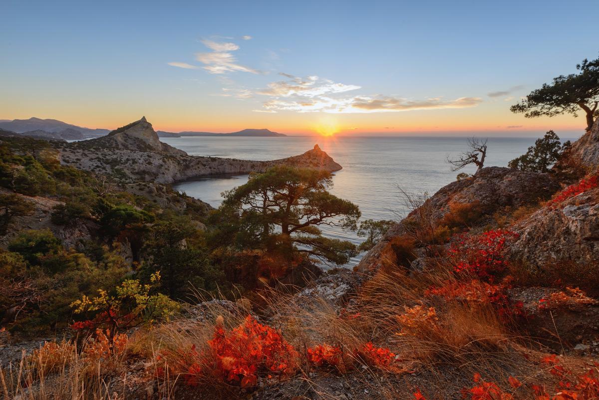 """photo """"***"""" tags: landscape, travel, nature, Crimea, Russia, autumn, morning, mountains, sea, sky, tree, склоны"""