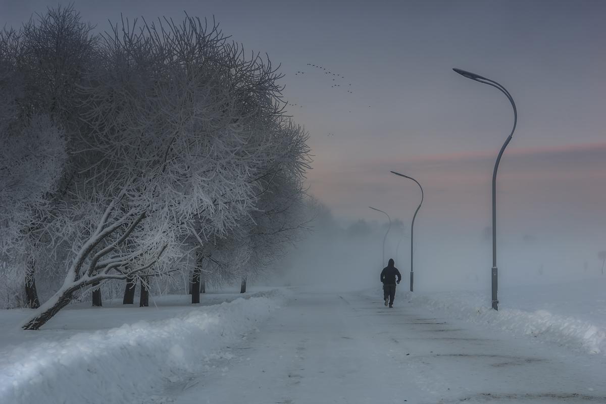 "photo ""My winter sleeping city"" tags: street, genre, landscape, hoarfrost, sunrise, winter, Петербург, человек"