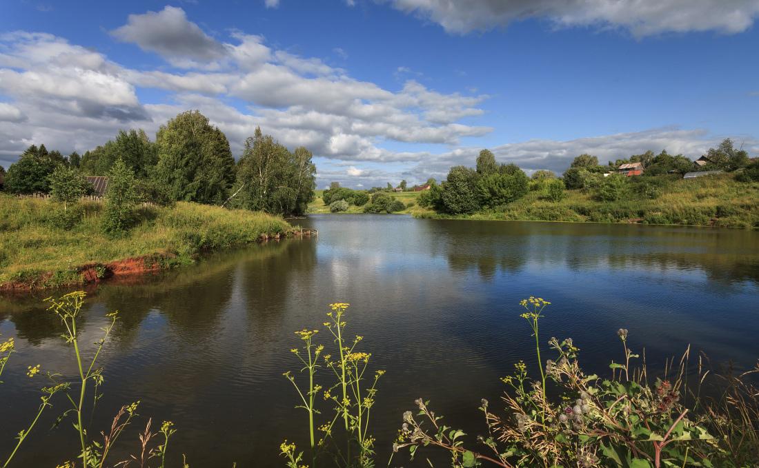 "photo ""***"" tags: landscape, clouds, pond, summer, water, деревня, деревья, зелень"