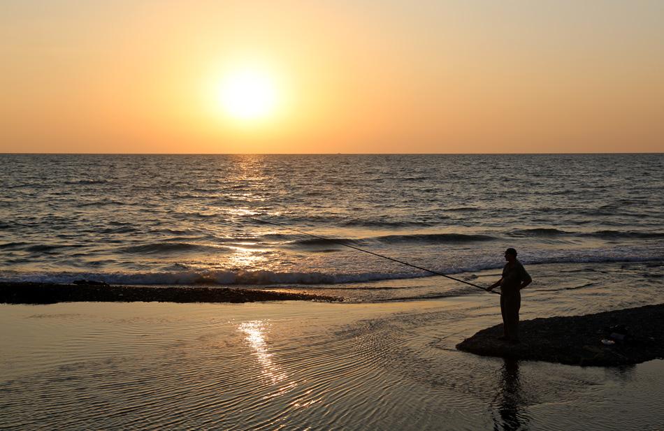Закат море рыбак