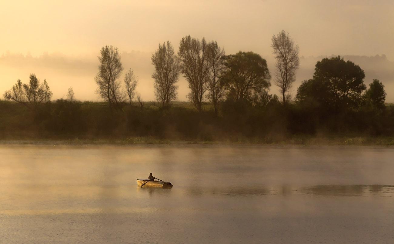 "photo ""***"" tags: landscape, panoramic, september, sunrise, р. Ока, рыбак в лодке"