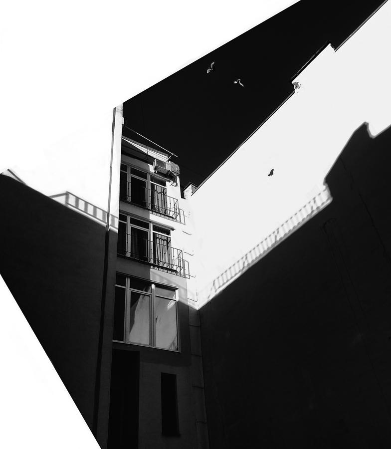 "photo ""***"" tags: city, black&white, street, morning, Мобилкография, Петербург, дворы и подворотни, октябрь"