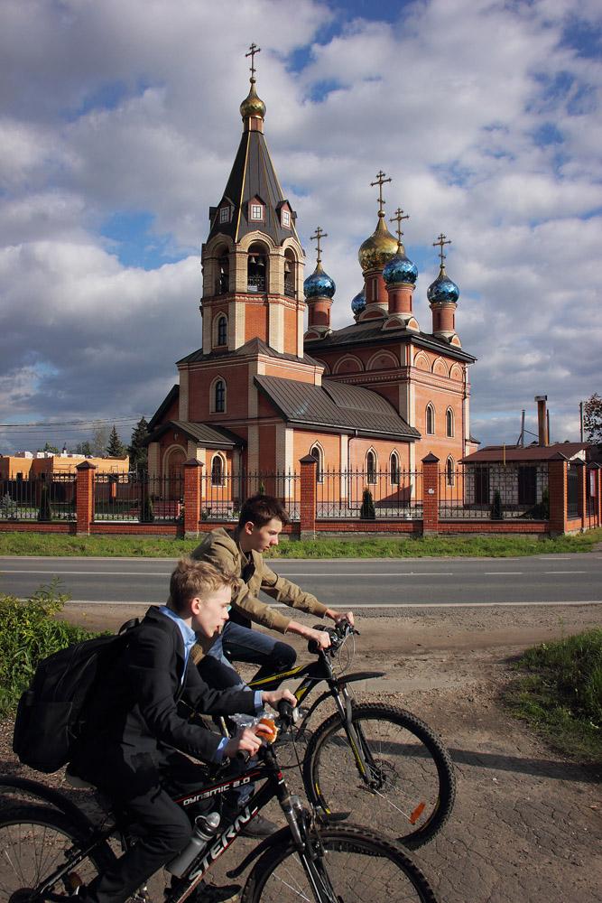 "photo ""***"" tags: street, clouds, man, summer, Подмосковье"
