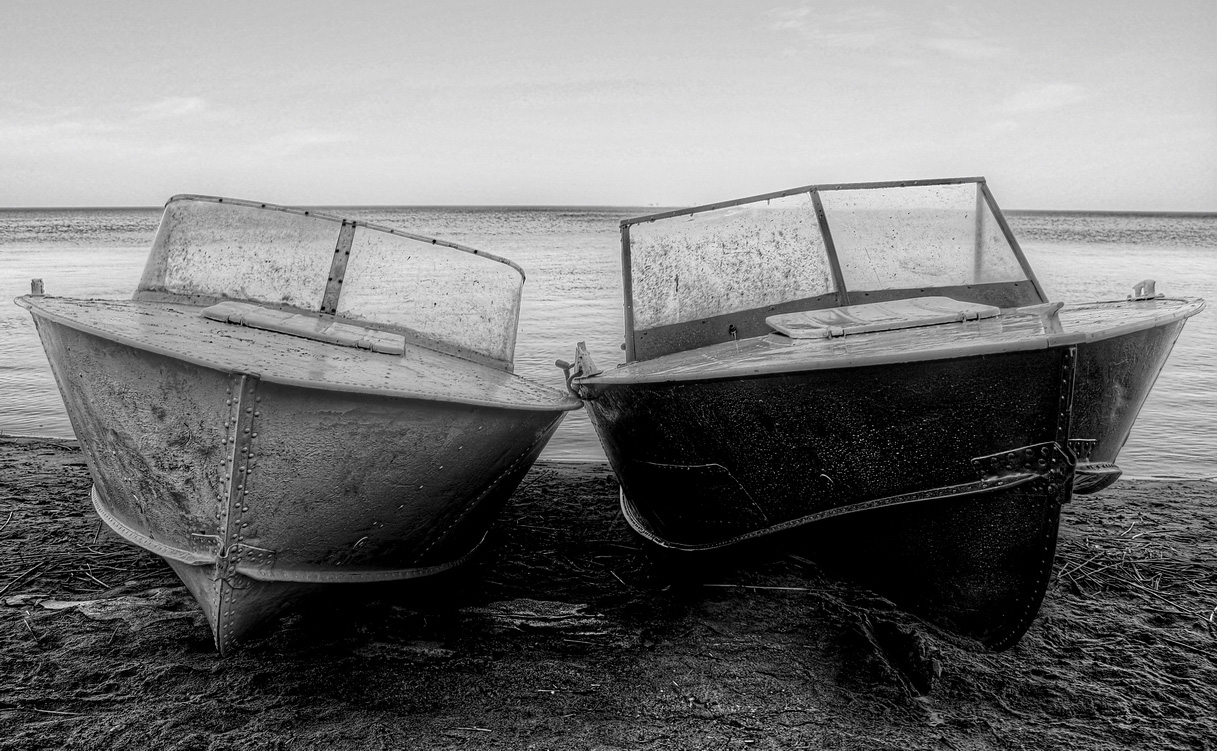 "photo ""brothers"" tags: misc., technics, black&white, boat, lake, брат, братья, катер, катера"
