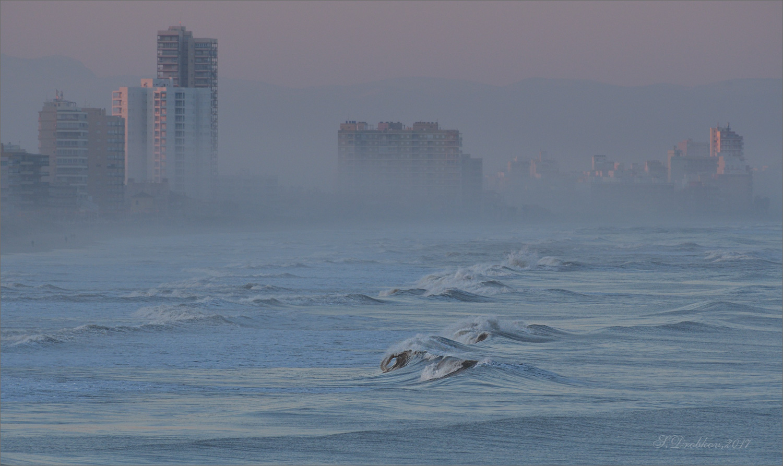 "photo ""Frio atardecer de enero"" tags: nature, city, Europe, mountains, sea, sunset, water, winter, Набережная, волны"