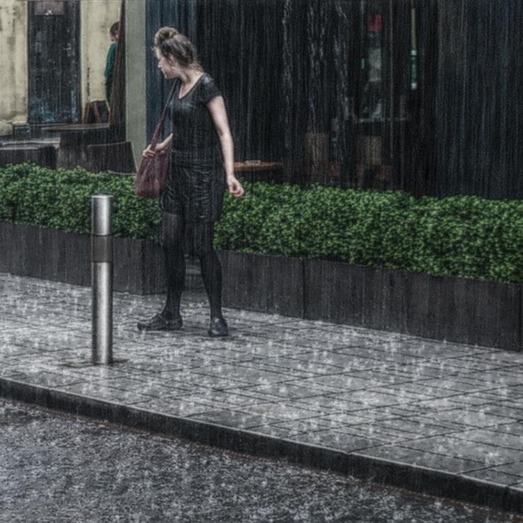 "photo ""The girl got in the rain ..."" tags: travel, street, rain, Ирландия"