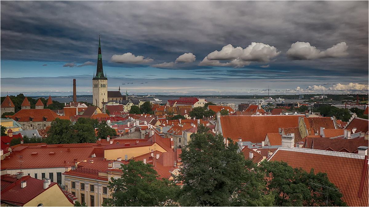 "photo ""Tallinn"" tags: city, travel,"