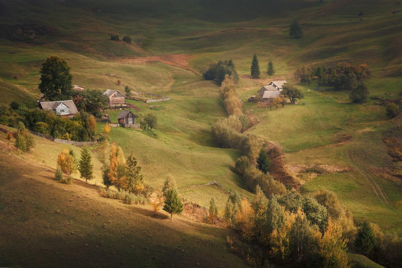 "photo ""***"" tags: landscape, nature, travel, autumn, fog, morning, mountains, Карпаты, Ясиня, домик, закарпатье, склоны"
