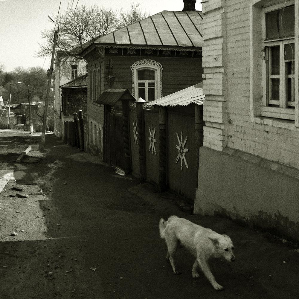"""photo """"***"""" tags: black&white, street,"""
