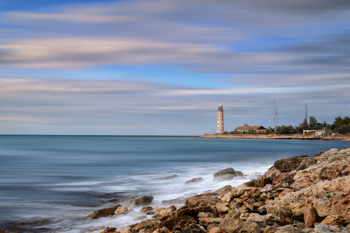 "photo ""***"" tags: landscape, travel, Crimea, Russia, clouds, sea, sky, water, Набережная, волны, маяк"