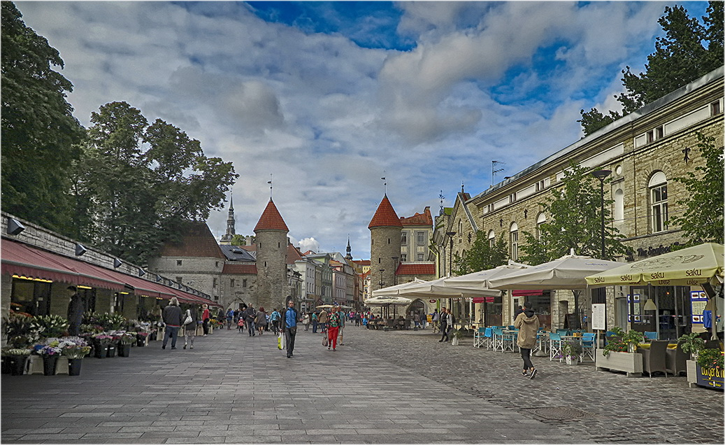 "photo ""Tallinn"" tags: city,"