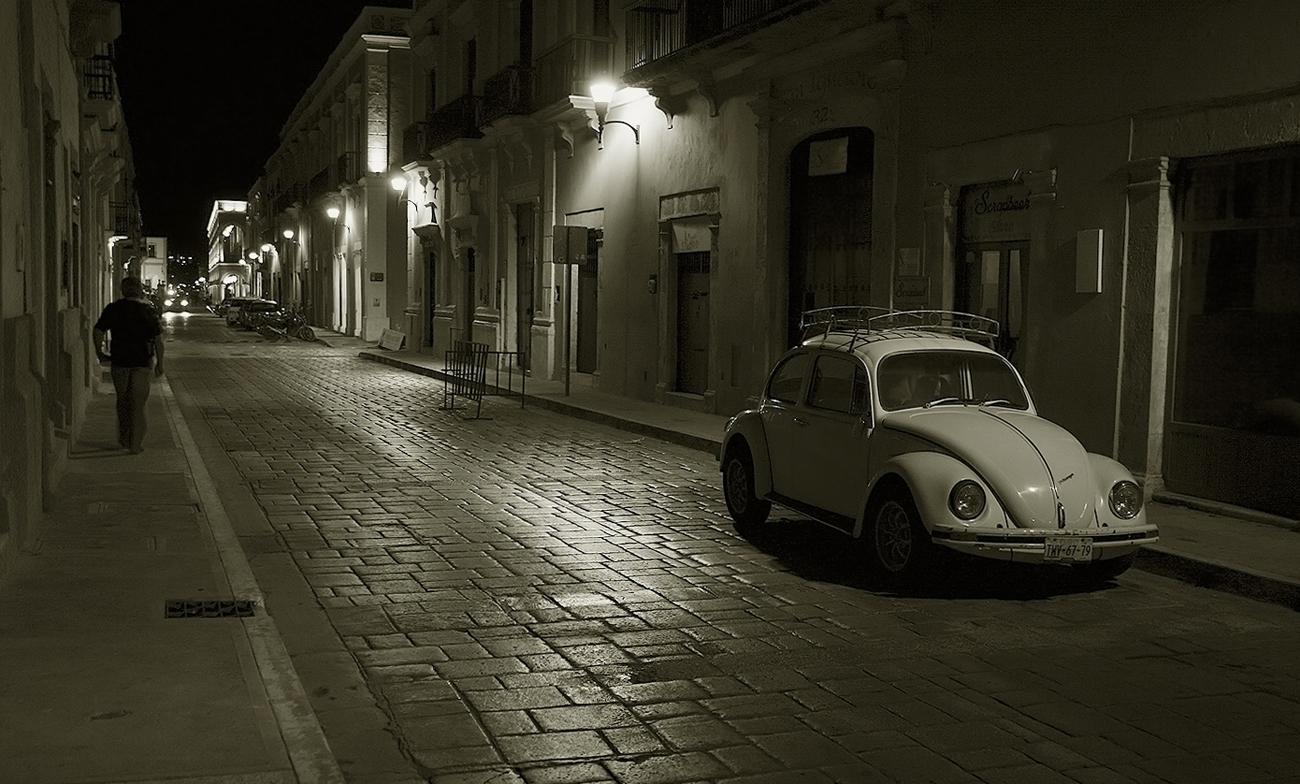 "photo ""Night street"" tags: black&white, city, street,"