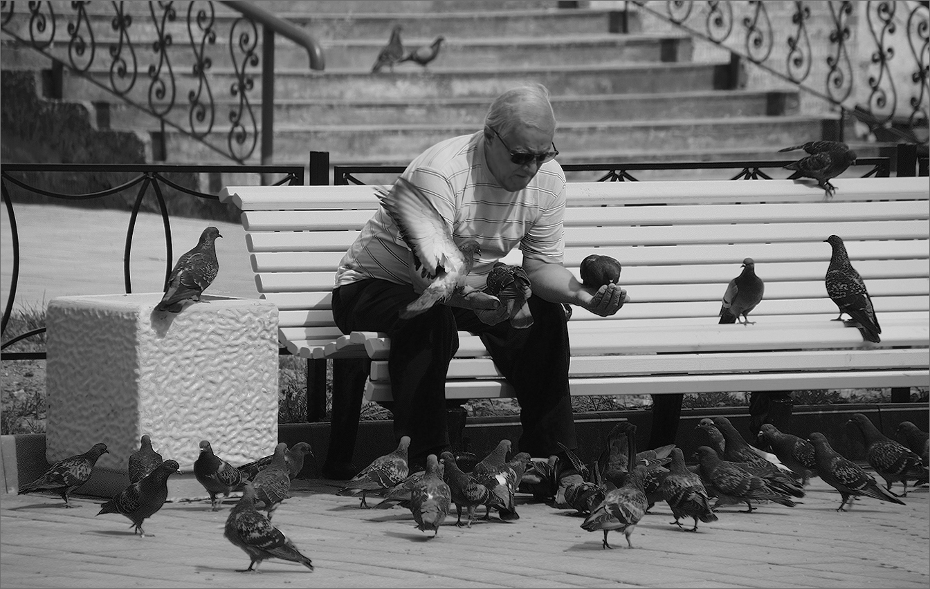 """photo """"Typical day"""" tags: genre, street, black&white,"""
