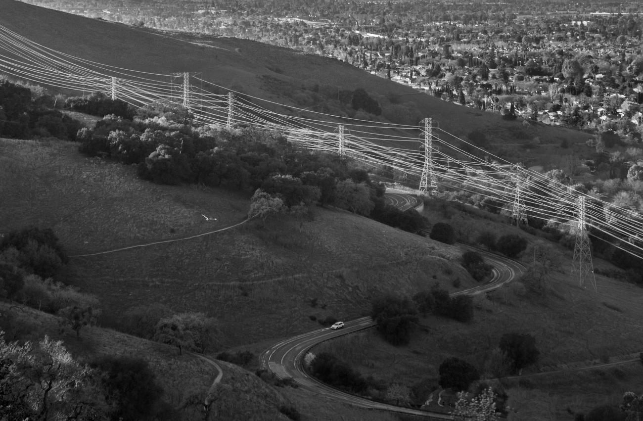 """фото """"Высоковольтные ЛЭП в отражённом свете."""" метки: черно-белые, пейзаж, ЛЭП. Transmission Power Lines"""