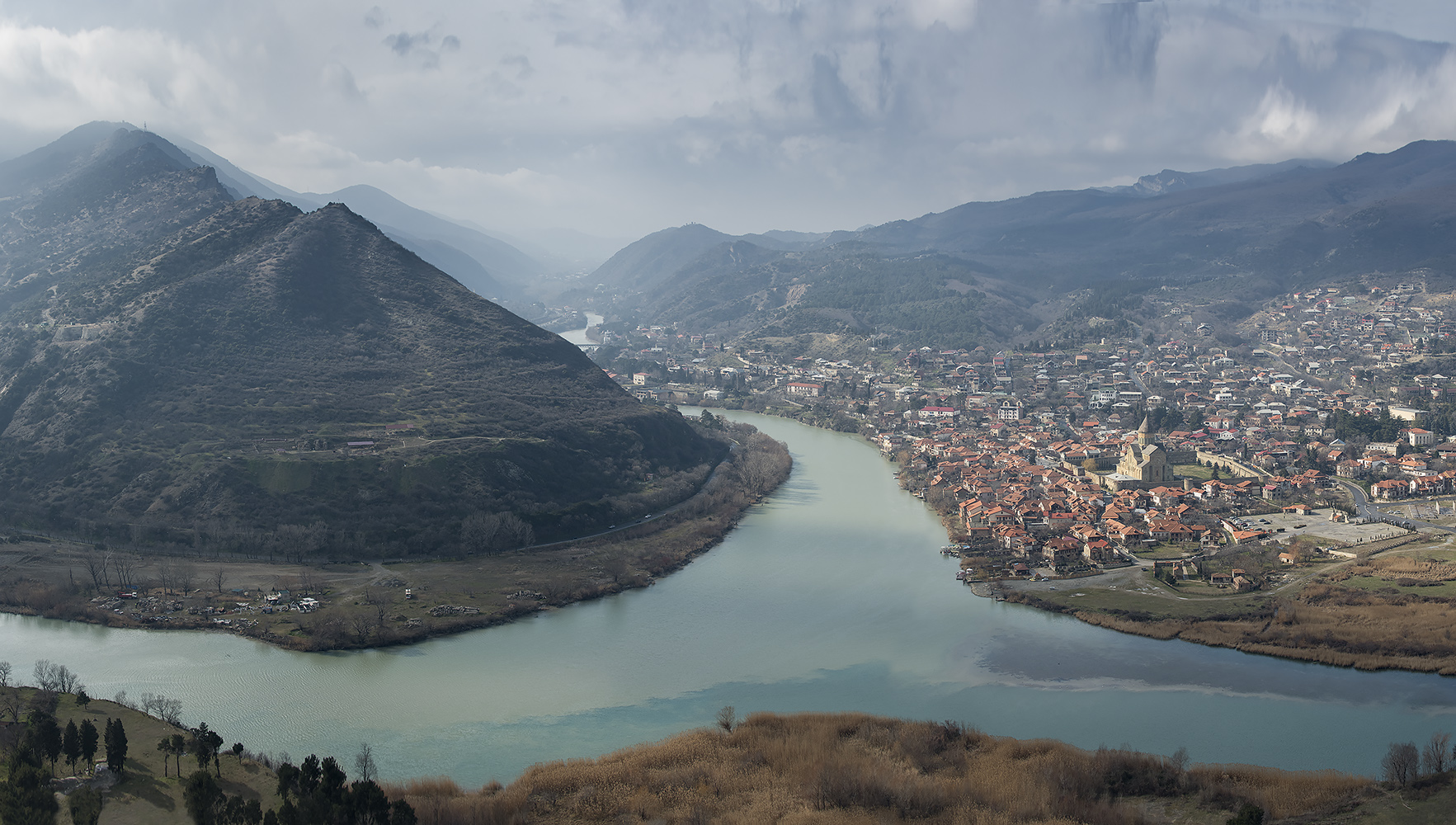 """photo """"***"""" tags: landscape, panoramic, mountains, river, город."""