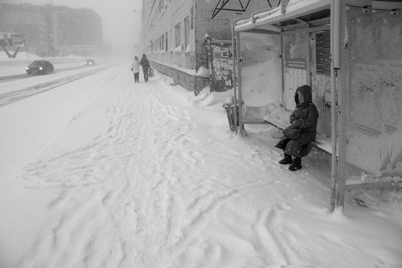 "photo ""Ожидание"" tags: street, black&white,"