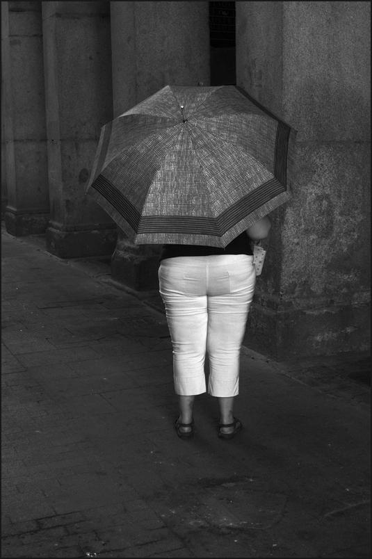 "photo ""***"" tags: humor, black&white, city,"