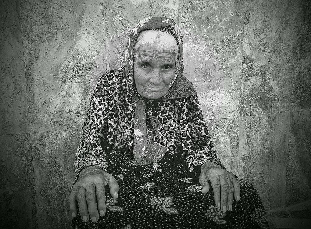 """photo """"***"""" tags: portrait, black&white,"""