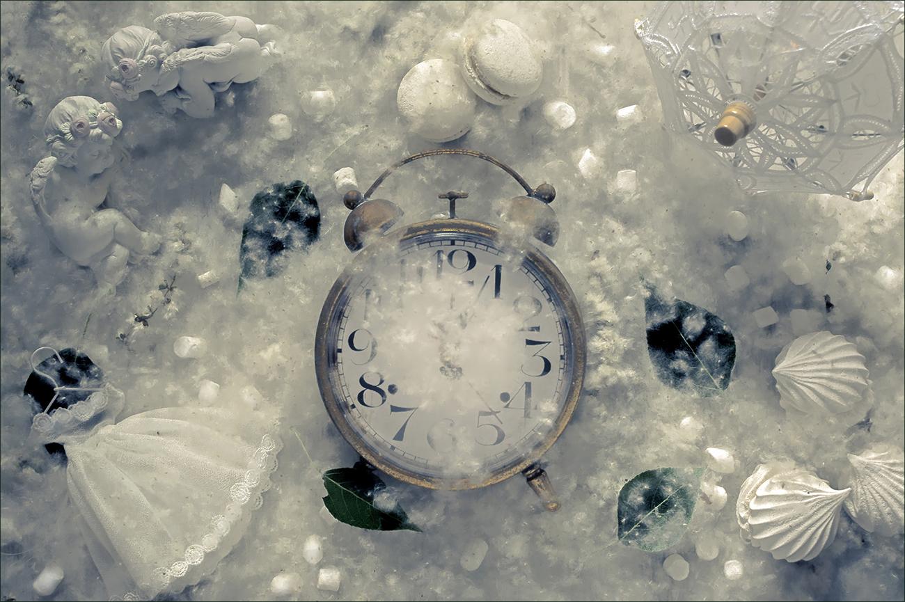 """photo """"***"""" tags: still life, ангелы, зефир, зонтик, платье, тополиные листья, тополиный пух, часы"""