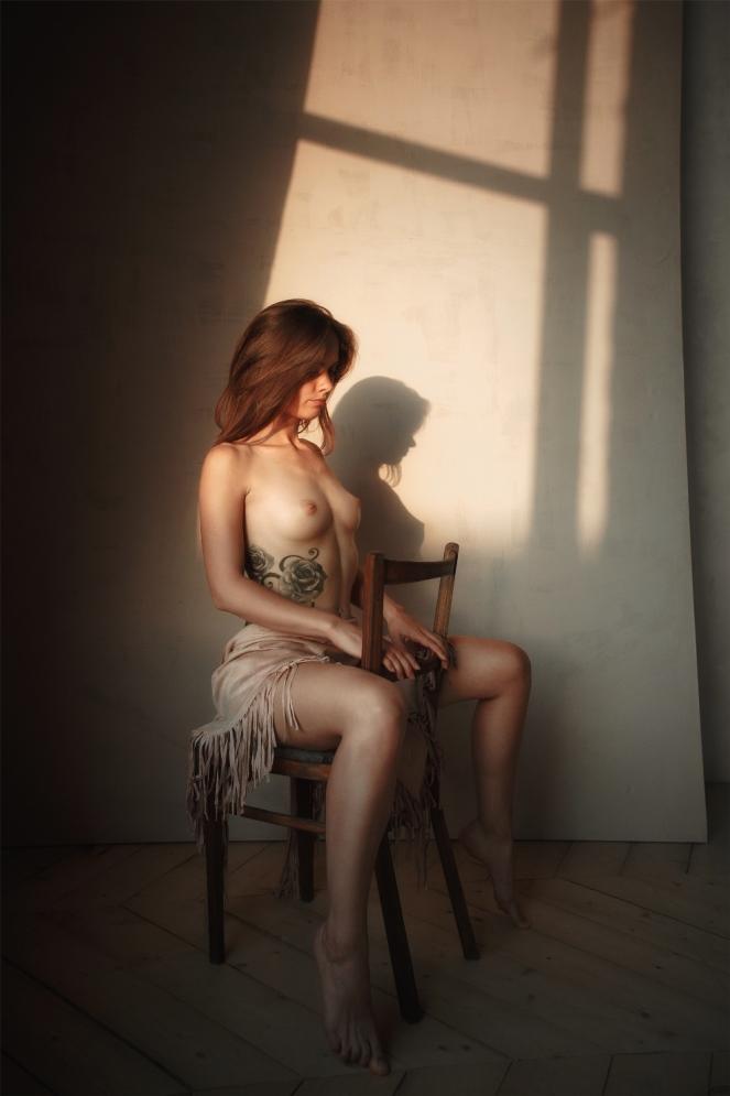 "photo ""Firefly"" tags: nude, portrait, Portrait, Russia, breast, evening, evening, girl, light, light, loneliness, naked, nude, shadow, silence, sun, sun, tattoo, голая, грудь, одиночество, татуировка, тишина"