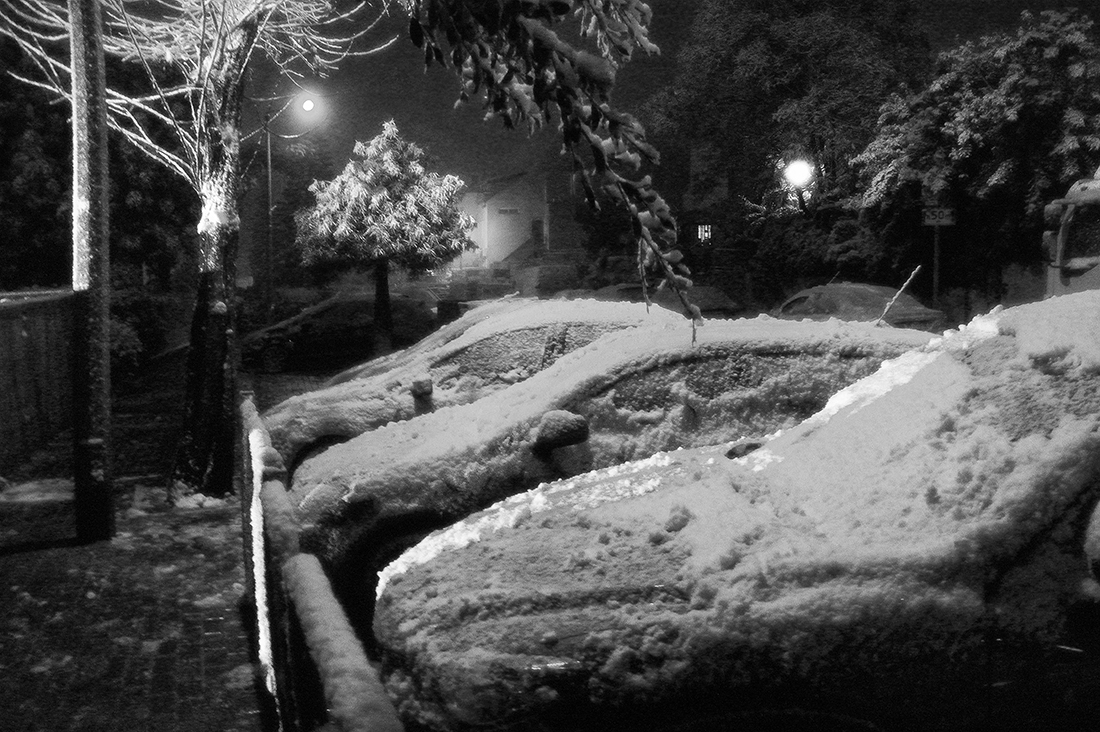 "photo ""Well, when it's finally snow ..."" tags: travel, black&white, city,"