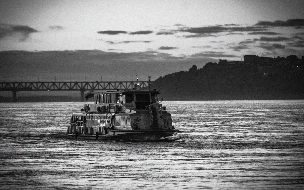 "photo ""crossing the Amur"" tags: black&white, misc., technics, bw, river, water, Амур, Хабаровск, теплоход"