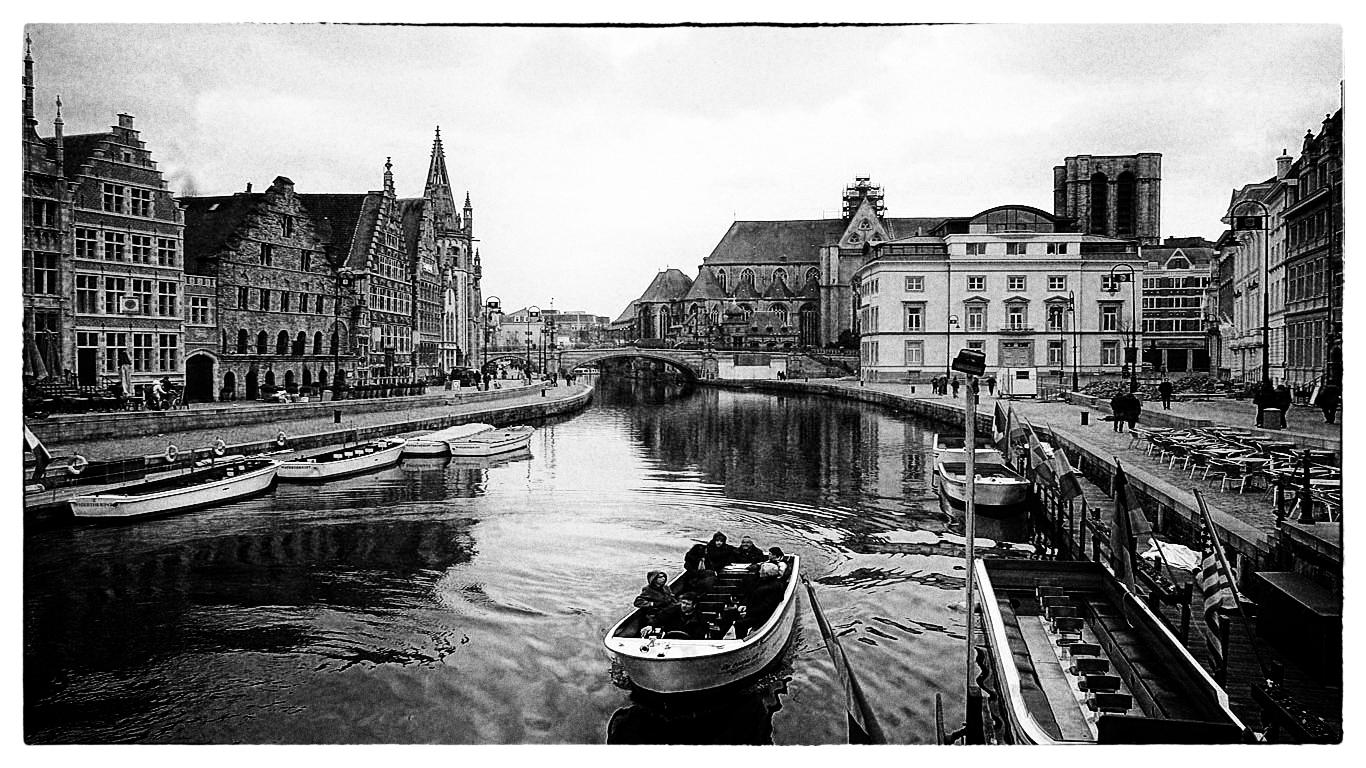 "photo ""Ghent"" tags: black&white, street, city,"