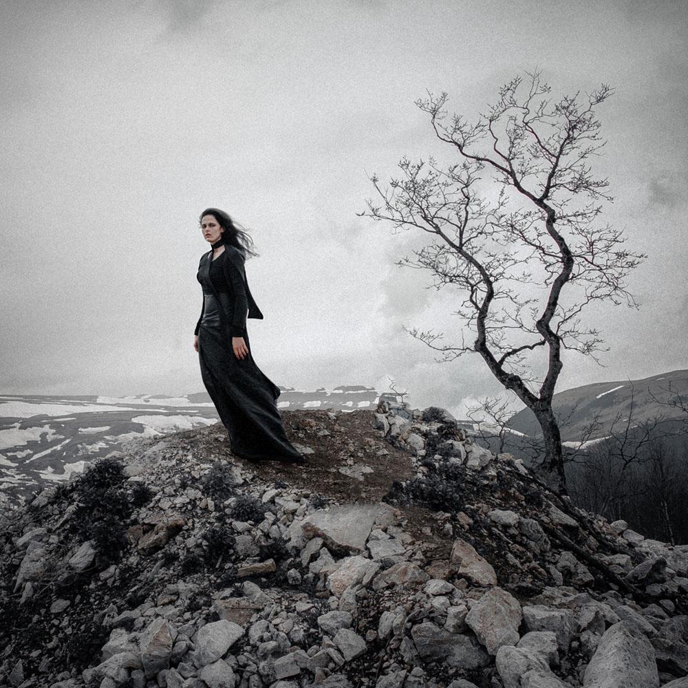 "photo ""Widow"" tags: portrait, Russia, fog, girl, model, mood, mountains, sadness, silence, wind"