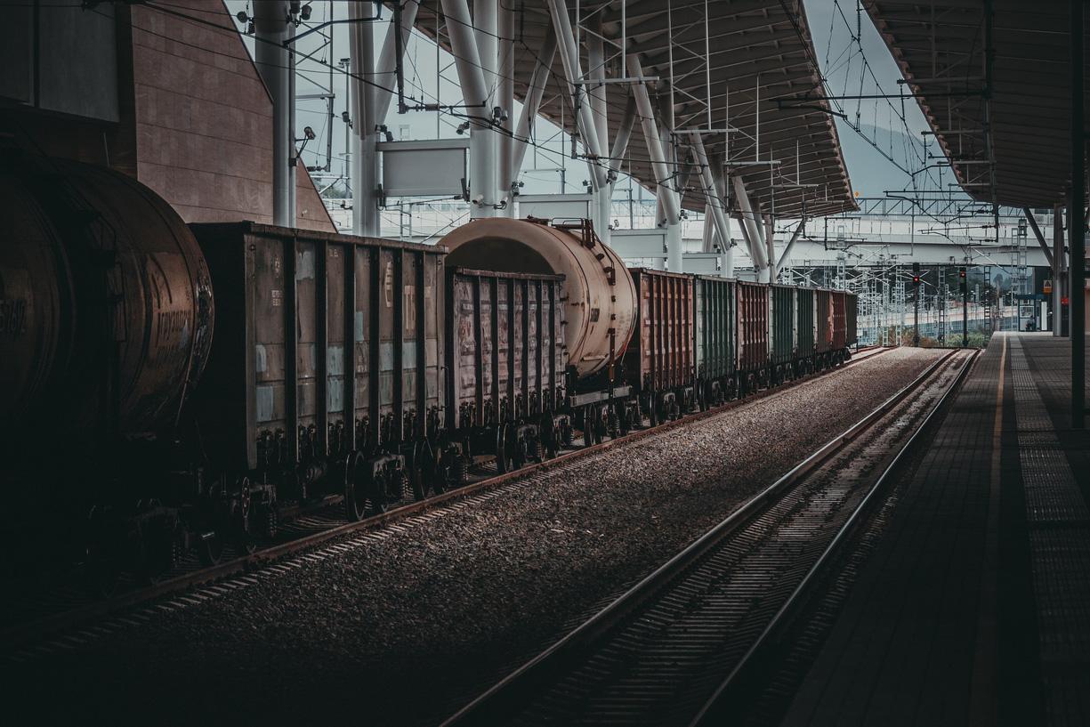 "photo ""railroad station"" tags: technics, misc., street, вагон, вагоны, поезд, поезда, состав, станция"