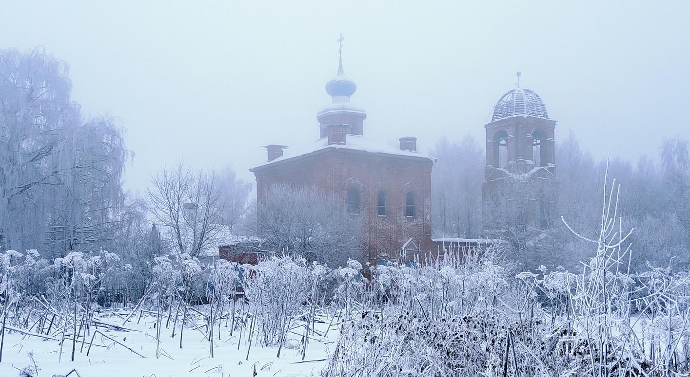 "photo ""***"" tags: old-time, architecture, landscape, fog, snow, temple, ветви, деревья, холод, церковь"