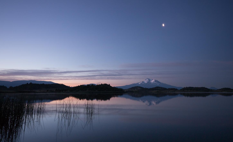 "photo ""Светает. Вид на гору Шаста."" tags: landscape, travel, Mt Shasta, Trout Lake, Гора Шаста"