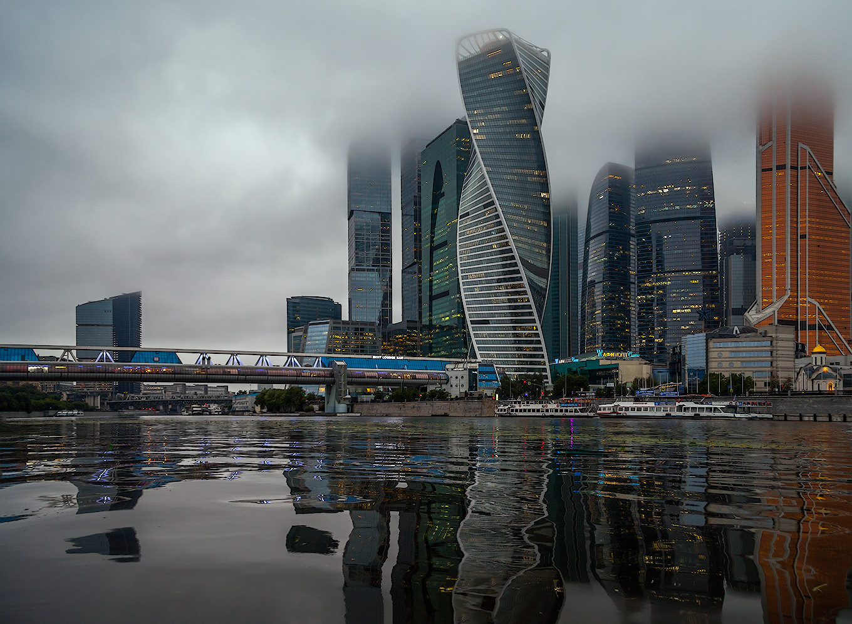 "photo ""***"" tags: city, architecture, вечер лето пасмурность город"