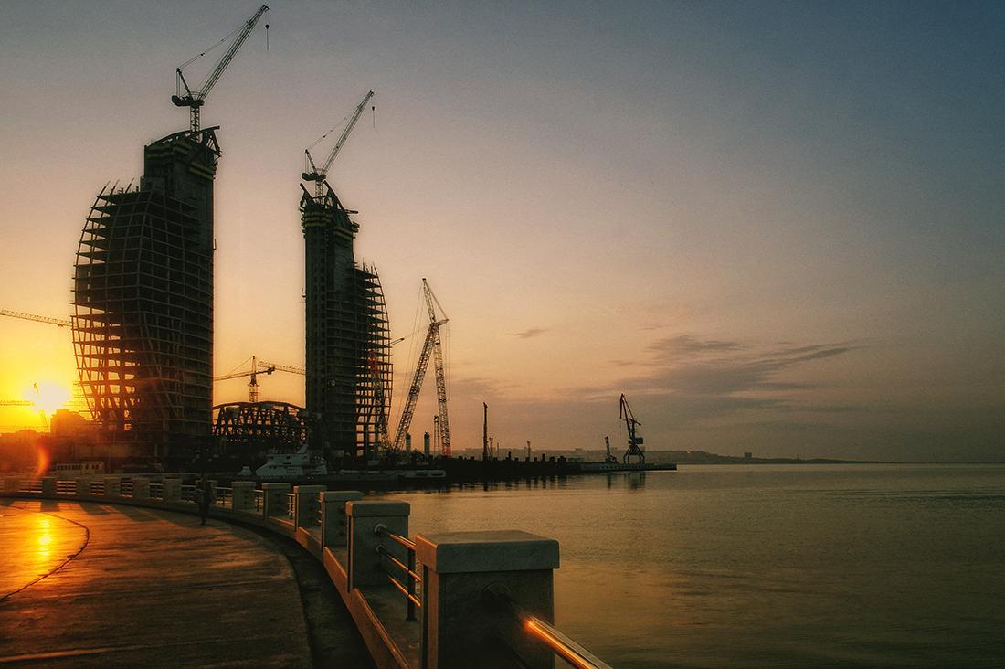 "фото ""Строится город..."" метки: путешествия, город, Азербайджан, Баку"
