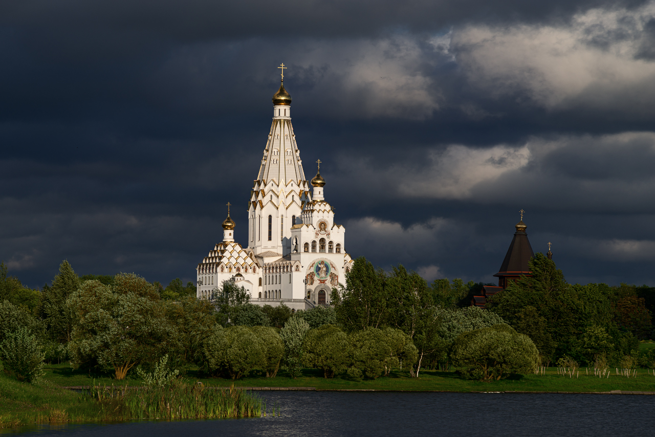 """photo """"***"""" tags: landscape, architecture, city, clouds, river, sky, summer, temple, water, Беларусь, Минск, август, церковь"""