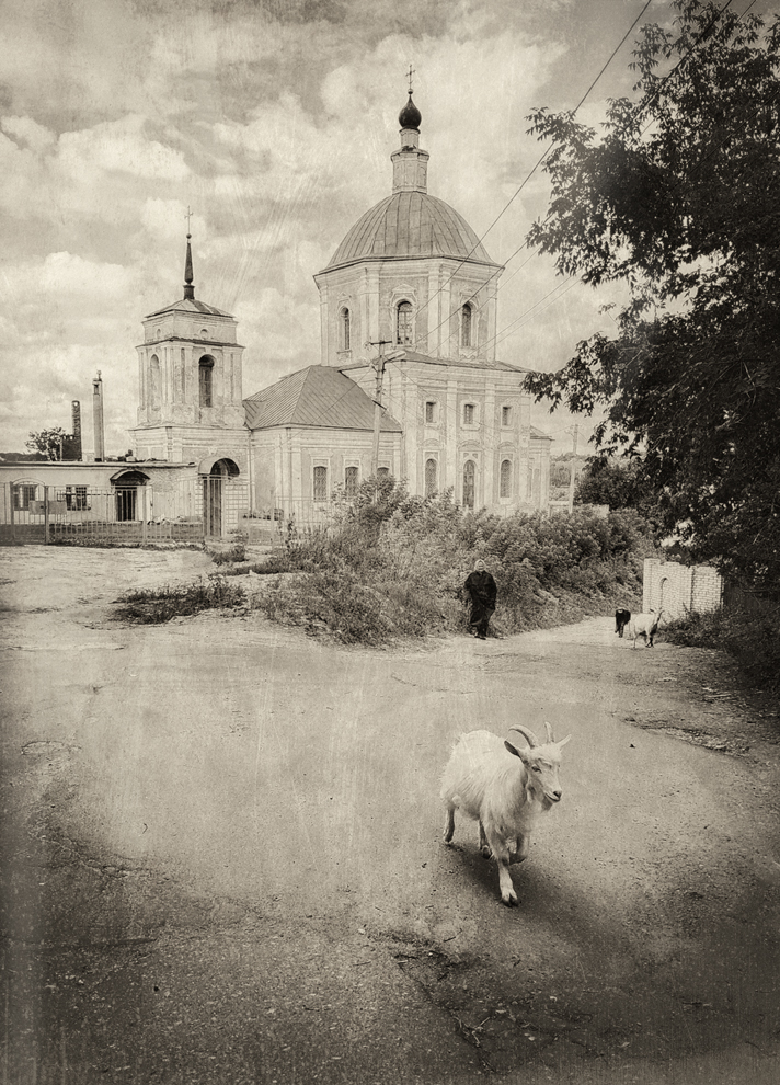 "photo ""***"" tags: street, black&white, summer, Мобилкография, Смоленск, конкурс"