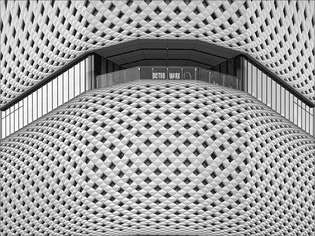 "photo ""***"" tags: black&white, architecture, city,"