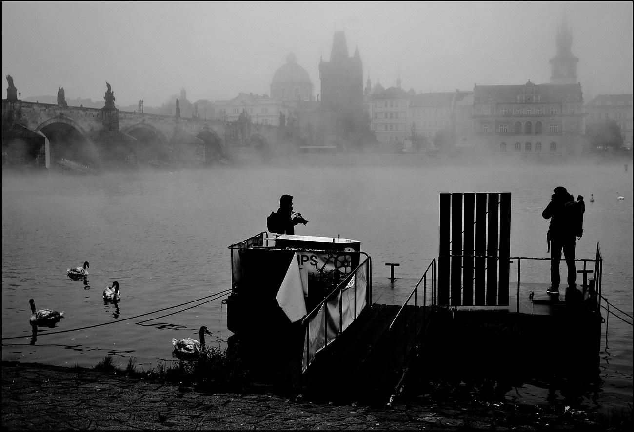 """photo """"Туманное утро у реки Влтавы"""" tags: black&white, Prag, Prague, Praha"""