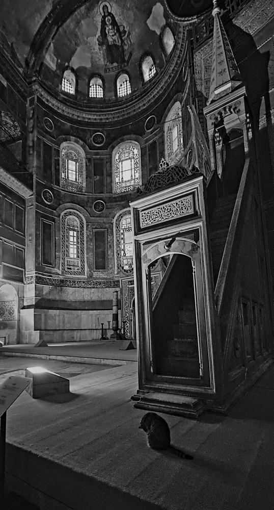 "photo ""***"" tags: black&white, travel, interior,"