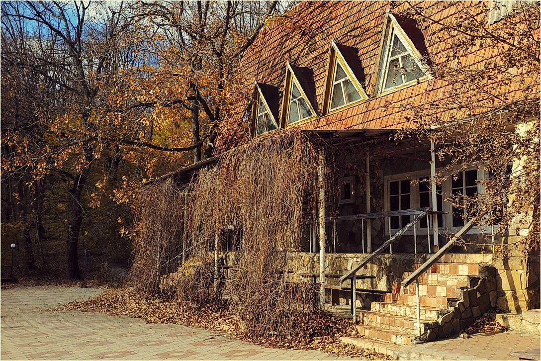"""photo """"Autumn house"""" tags: misc.,"""