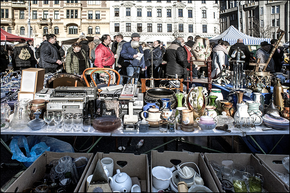 "photo ""Субботний базар в Вене"" tags: city, misc., reporting,"