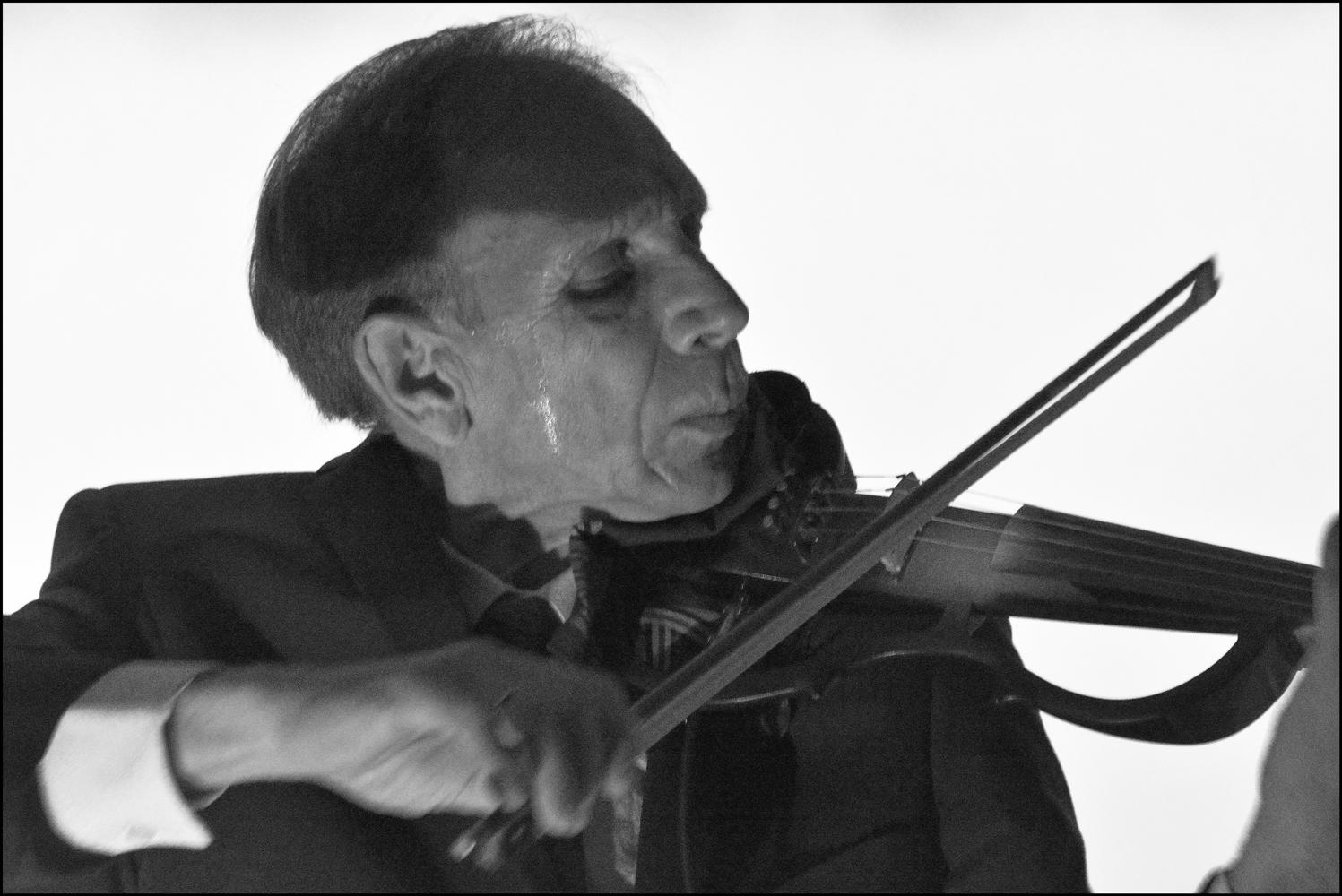 "фото ""Нелёгкий хлеб музыканта..."" метки: портрет, артист, музыка, музыкант, скрипка, сцена"