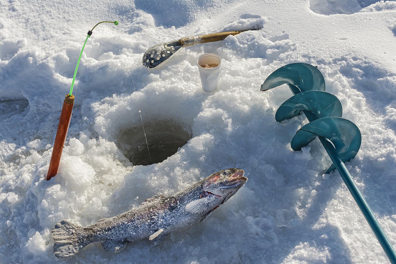 "photo ""***"" tags: still life, snow, winter, лед, ледоруб, леска, лунка, подкормка для рыбы, рыба, рыбалка, удочка"