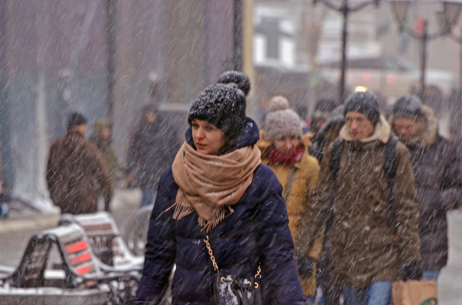 """photo """"***"""" tags: street, Moscow, people, street, непогода, снегопад"""