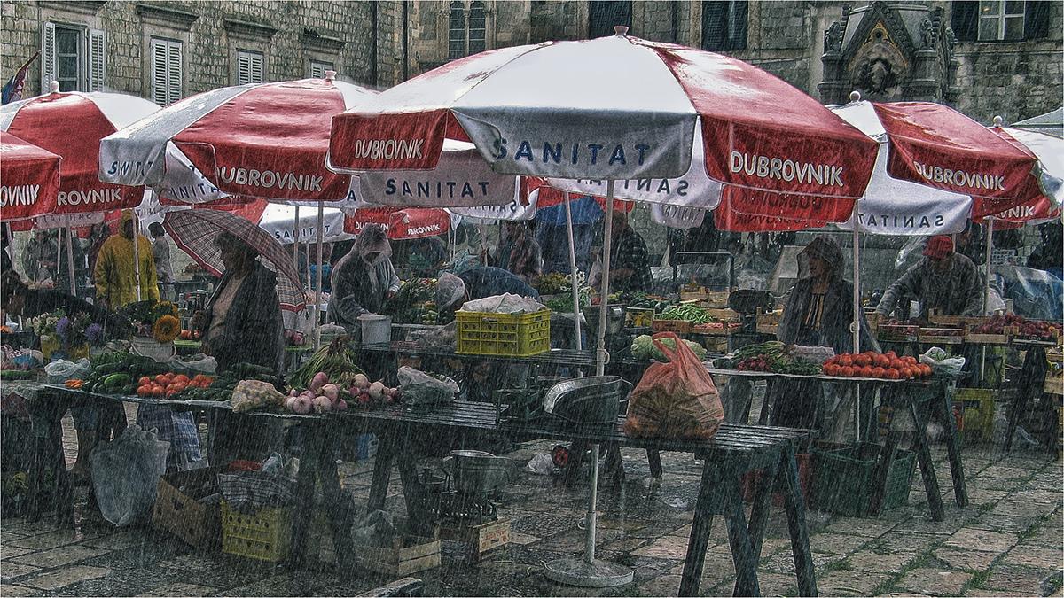 "photo ""Rain and customer demand"" tags: travel, street, Дубровник, Хорватия"