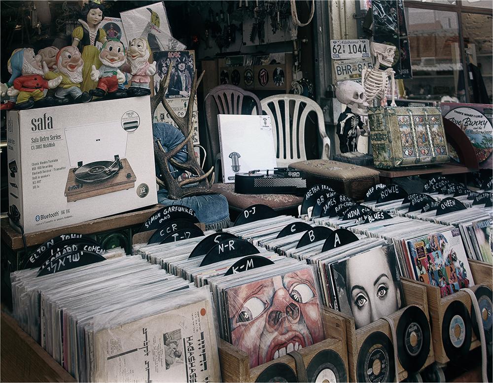 "photo ""Nostalgia. Discs spin ..."" tags: travel, old-time, Яффо, блошиный рынок"