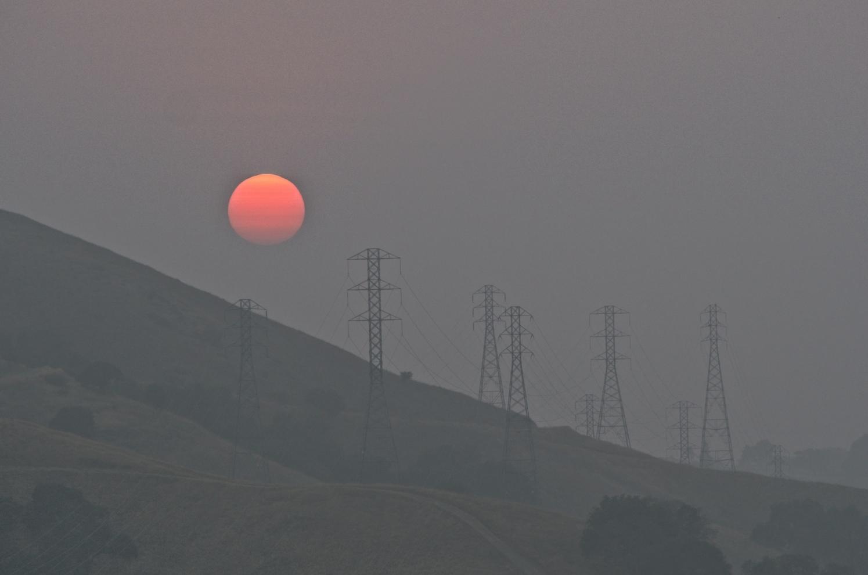 "photo ""Закат в Сан Хосе в дыму от местных пожаров."" tags: reporting, Sunset in smoke"